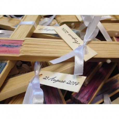 Evantai din lemn si panza cu flori colorate, personalizat